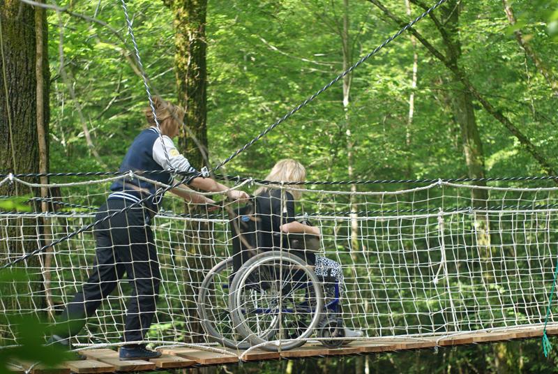 Sentier suspendu pour handicapés